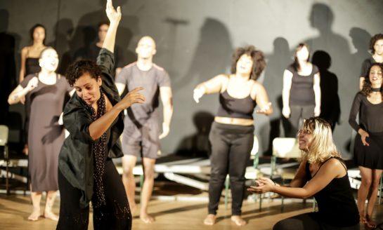 """Teatro Torneado encena """"Do ensaio para o baile"""""""
