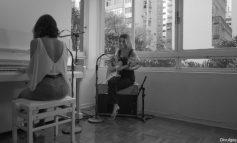 Manu Gavassi lança clipe com Ana Caetano