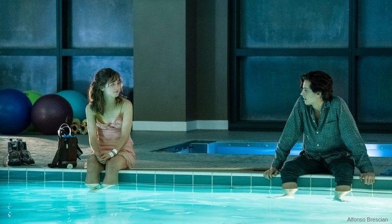 A CINCO PASSOS DE VOCÊ | Drama juvenil aborda a paixão instantânea