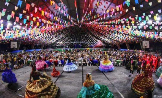ARRAIAL NO MEMORIAL | Quadrilhas e shows animam a festa