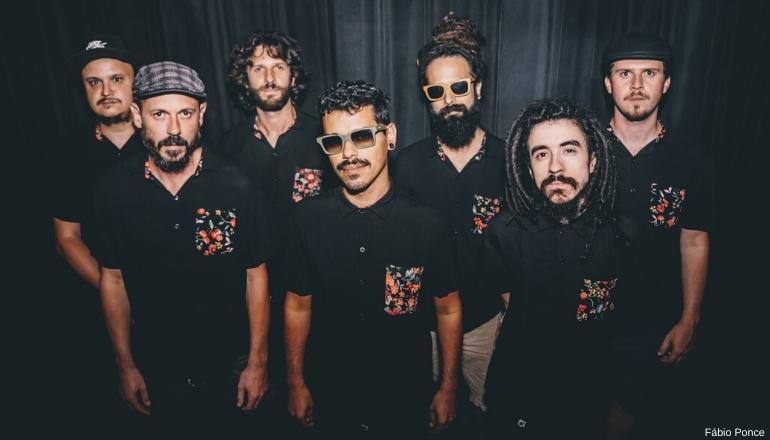 BUENA ONDA REGGAE CLUB   Banda mostra combinação de ritmos